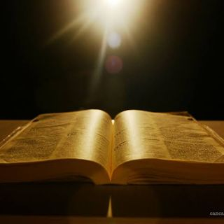 Orando e Lendo A Bíblia