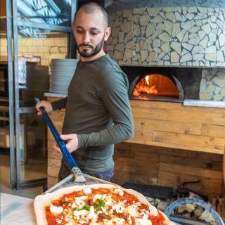 Intervista a Ciro Di Maio - La pizza è meglio della Camorra
