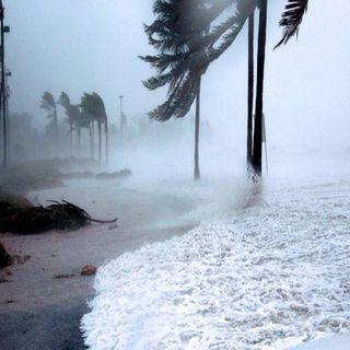 Laura y Marco que podrían convertirse en huracán, provocan fuertes lluvias en el caribe