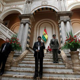 Fuerzas Armadas de Bolivia piden a Evo Morales renunciar