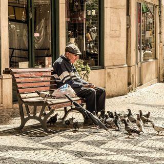 Lavoro: mandare in pensione i vecchi fa assumere i giovani?