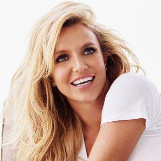 Parliamo di Britney Spears e delle sue vicissitudini, legate all'essere sotto Conservatorship. A lei, anche la solidarietà di Courtney Love.