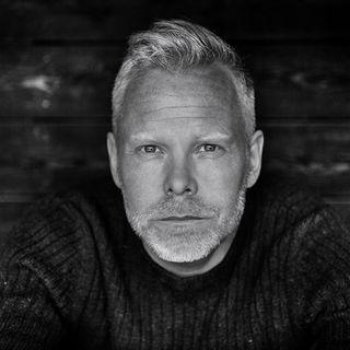 """'Mod til at lede': Skuespilchef Morten Kirkskov """"Jeg bliver utilpas i menneskemængder, hvor alle mener det samme""""."""