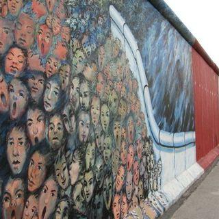 9 novembre 1989. Cade il Muro di Berlino - #AccadeOggi