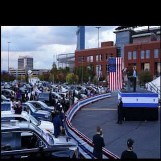 VIDEO OBAMA STUMPS FOR JOE HUGE CROWD OF CARS MAYBE 50 OR SO PROPGANDA MEDIA DO THEIR BEST TO MAKE OBAMA LOOK GOOD