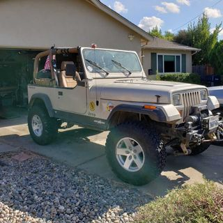 Episode 19: Chris Cleaned the Garage...Found a Jeep!