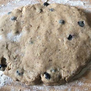 Karel Cast Tue April 10 Vegan scones and Talk