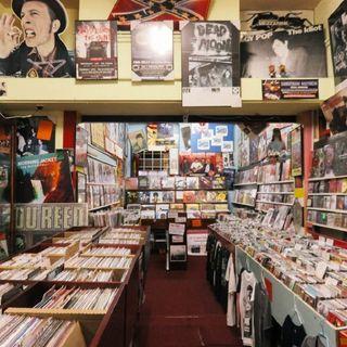 Episodio 102 - spiegatemi perché in zona rossa le librerie sono aperte e i negozi di musica no!