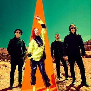 """Garbage, la band alternative rock famosa negli anni 90, sta per pubblicare un nuovo album. Ricordiamo la loro carriera e la hit """"#1 Crush""""."""