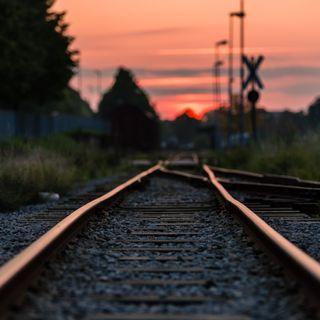 Si lancia sui binari con un treno in arrivo. Tragica fine per un 50enne