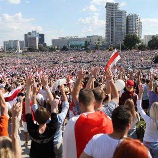 """Proteste in Bielorussia, folla oceanica per la """"Marcia per la libertà"""""""