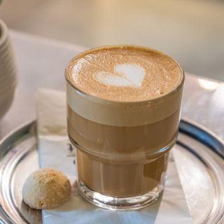 24. Come facciamo impazzire i baristi in Italia ordinando caffè.
