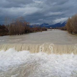 """Il fiume Astico """"ingrossato"""" visto dall'alto nel tratto di pianura. Video dal drone"""