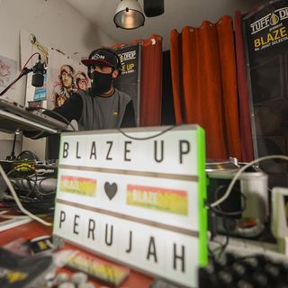 Mr Joint in session - Blaze Up live in Cavelab