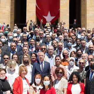 İstanbul Milletvekili ve Ayyıldız Hareketi Lideri Prof. Dr. Ümit Özdağ Sputnik Canlı Yayınında
