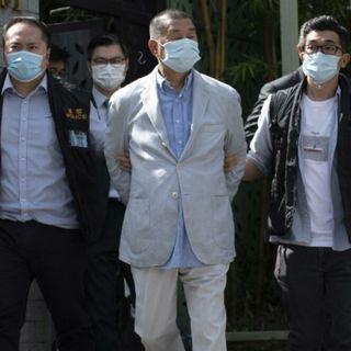 La nuova legge imposta dalla Cina si abbatte su Hong Kong: arrestato l'imprenditore pro-democrazia Jimmy Lai