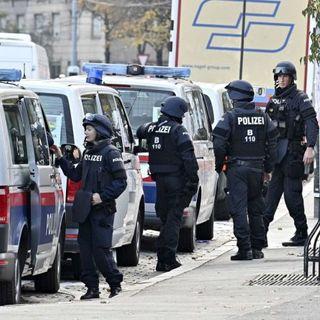 Attacco a Vienna: uno dei killer era un rifugiato, un altro sarebbe in fuga