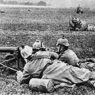 Una colonna militare italiana verso il fronte nella 1a guerra mondiale