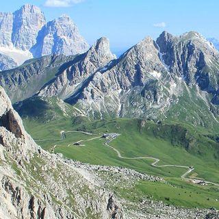 Maxi albergo di lusso a Passo Giau (Patrimonio Unesco): no da Cai Veneto e ambientalisti