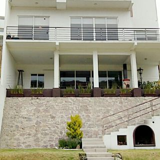 Residencia a un costado de Sayavedra.