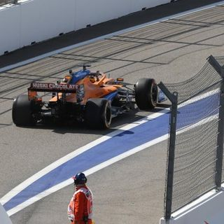 Sainz 19° posición y Red Bull domina