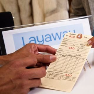 Stranger pays off layaways for people he or she doesn't even know-Smile File