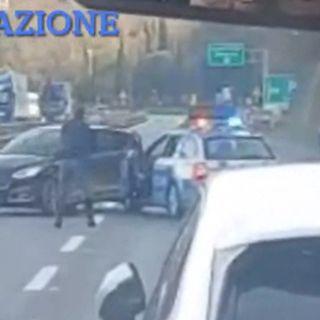 Vicentino contromano in A1 per 40 km: polizia lo sperona e spara alle ruote per fermarlo