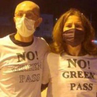 """Magliette no green pass in Consiglio. La indossa anche la vicesindaca """"vigilessa"""""""