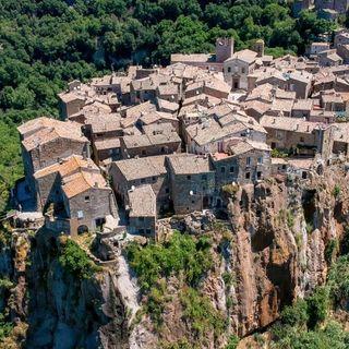 Visitare Calcata: paese di streghe, hippie e artisti