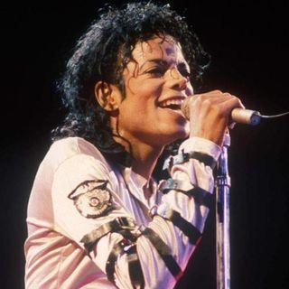 La famiglia di Michael Jackson critica il giornalista Martin Bashir, per aver manipolato il Re del Pop durante l'intervista del 2003.