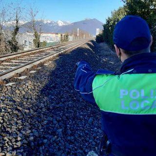 Selfie lungo i binari della ferrovia: identificati quattro ragazzini fra gli 11 e i 14 anni