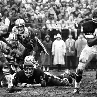 TGT Presents On This Day: December 12,1965 Gayle Sayers scores 6 TDs in the Bears 61-20 win over the 49ers