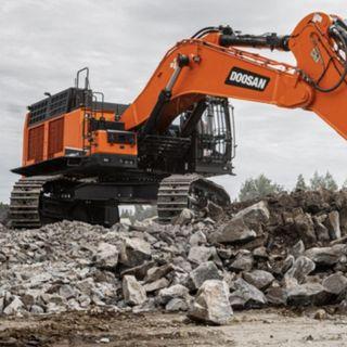 Ascolta la news sul nuovo escavatore cingolato Doosan DX800LC-7 da 80 tonnellate conforme Stage V