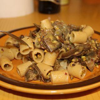 Mezze Maniche Con Carciofi E Pistacchi