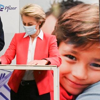 Ursula firma nuovo accordo con Pfizer (e porta AstraZeneca in tribunale) 1