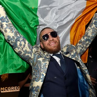 Conor McGregor Irish Mob Threats, Selena and Bieber Meant to Be & Merry Christmas vs Happy Holidays