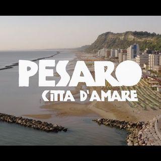 E'assessore alla bellezza del comune di Pesaro città che legge, che suona, che ascolta, che promuove la bellezza