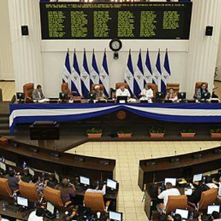 Ortega promete exoneración de IR a cambio de reducción del precio de energías renovables
