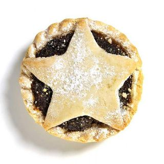 Mince pie reviews, British food in USA, Podcasting, BA boarding, and airline loos EP 13