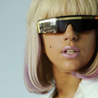 'Indbegrebet af': Lady Gaga hylder vores skyggesider med spraglede pop-bangere
