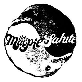 Rich Robinson Magpie salute with quinn and cantara