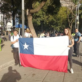 Avanzan manifestanes que se dirigen a la embajada de Chile en México