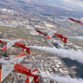 Más de 100.000 personas abarrotan la Base Aérea