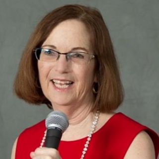 Elinor Stutz, CEO of Smooth Sale, Author, Speaker