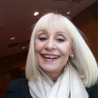 Raffaella Carrà, amatissima conduttrice tv, cantante e ballerina, ci ha lasciati nel pomeriggio di lunedì 5 luglio all'età di 78 anni.