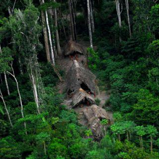 Indígenas viven aislados en el Amazonas