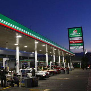 Gasolina solo subirá, máximo, 40 centavos al año: AMLO