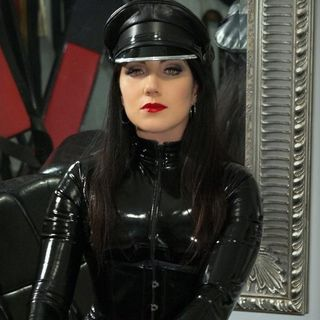 Learning Submission w/ Mistress Vinyl Queen