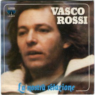 """Vasco Rossi ha anticipato su Twitter la cover del nuovo album """"Siamo qui"""". Andiamo poi al 1978 per parlare del brano """"La nostra relazione""""."""