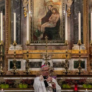 Il Vescovo Francesco recita il Rosario allo Zuccarello